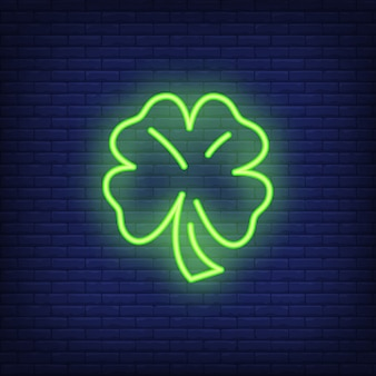 Elemento dell'insegna al neon del trifoglio di quattro foglie. concetto di fortuna per pubblicità luminosa di notte