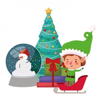 Elfo con sfera di cristallo e carattere avatar albero di natale