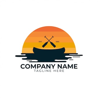 Emblema del distintivo di logo dell'illustrazione kayak