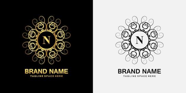 Emblema di ornamento di lusso iniziale logo n