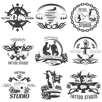 Emblemi bianchi neri di tattoo studio