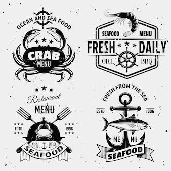 Emblemi monocromatici dei frutti di mare con i simboli nautici crostacei crostacei con le macchie isolate