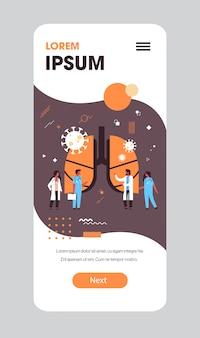 Epidemia mers-cov batteri galleggianti cellule del virus dell'influenza medici che analizzano i polmoni umani feriti wuhan coronavirus 2019-ncov pandemia rischio sanitario medico lunghezza intera app mobile spazio copia