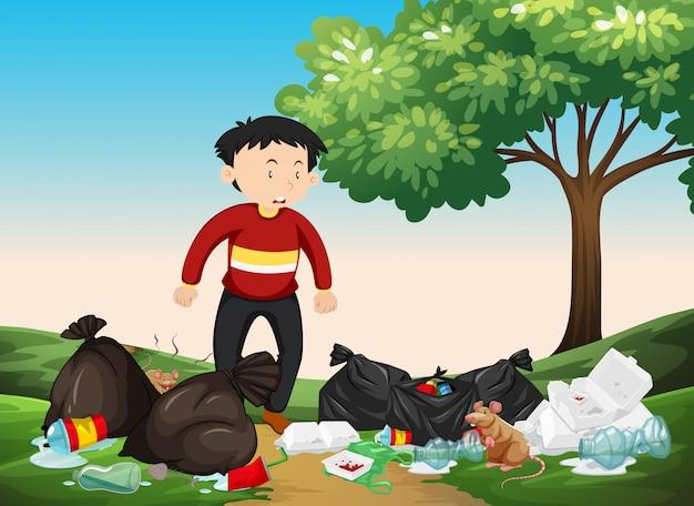 Equipaggi l'esame del mucchio di rifiuti nel parco