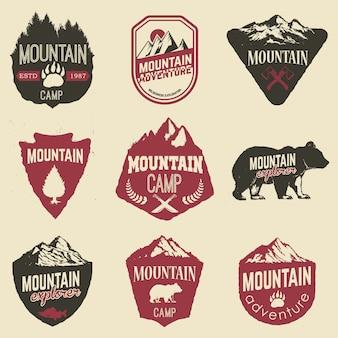Escursionismo, esplorazione delle montagne etichette ed emblemi.