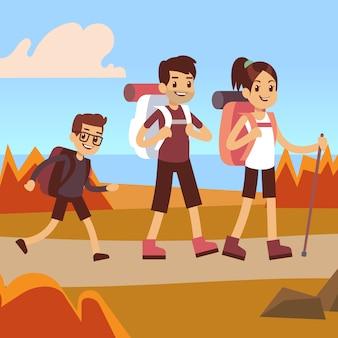 Escursionisti di famiglia felici. papà, mamma e figlio trekking