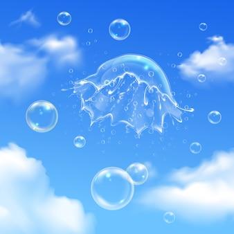 Esplosione di bolle colorate sulla composizione del cielo con bolle di sapone tra le nuvole