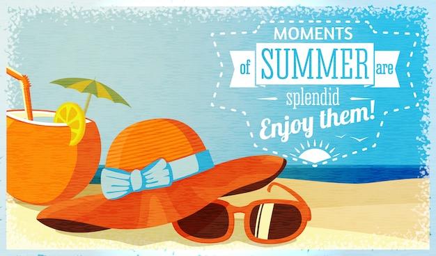 Estate goditi l'illustrazione con cocktail di cocco, cappello e occhiali da sole sulla spiaggia. vettore