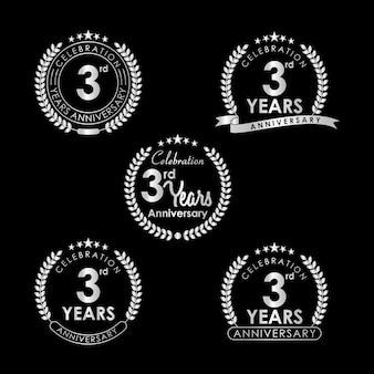 Etichetta di celebrazione di 3 anni anniversario con corona di alloro