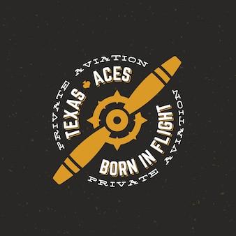 Etichetta retrò di texas aces airplane o logo template. airscrew aereo d'epoca con cerchio tipografia e trama squallida. su sfondo scuro