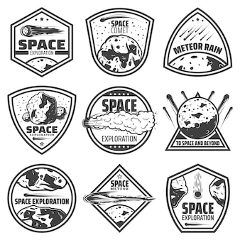 Etichette comete monocromatiche vintage con iscrizioni che cadono meteore, asteroidi e meteoriti isolati