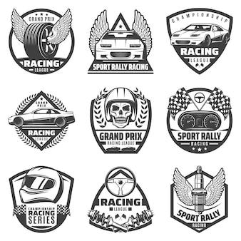 Etichette di corse automobilistiche monocromatiche vintage con veicoli veloci, parti di automobili, bandiere di finitura del casco del cranio isolate