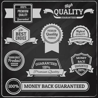 Etichette e distintivi di qualità impostati sulla lavagna