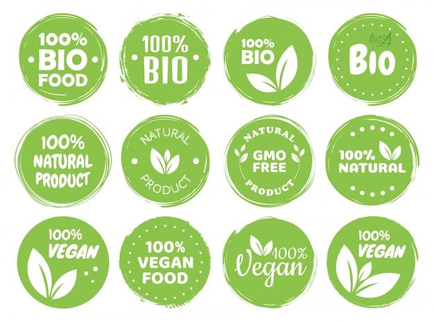 Etichette e tag logo cibo vegano. eco vegetariano, concetto verde di prodotto naturale. illustrazione disegnata a mano