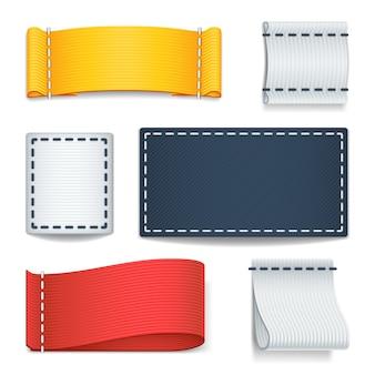 Etichette in tessuto realistico di colore bianco, badge con set di cuciture