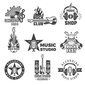 Etichette musicali nere. simboli vintage di microfono e cuffie per dischi in vinile per logotipi musicali o badge