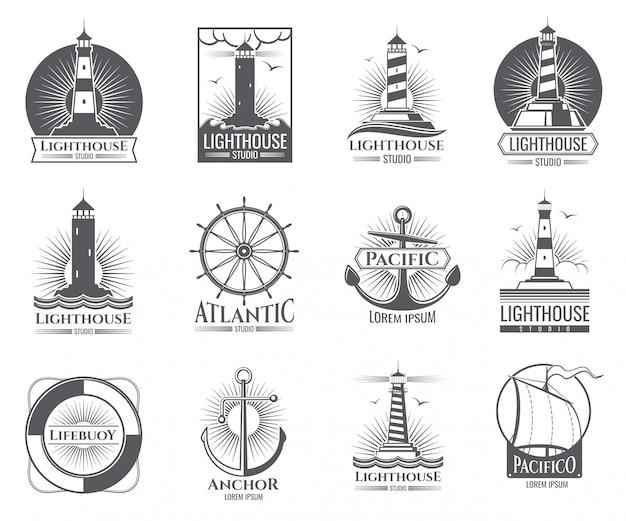 Etichette nautiche d'epoca con faro, barca mare e ancore. il vecchio logos della marina ha messo con l'illustrazione della casa leggera e dell'ancora