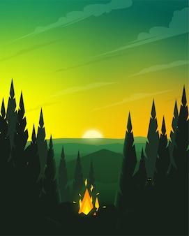 Falò nella foresta di conifere al tramonto.