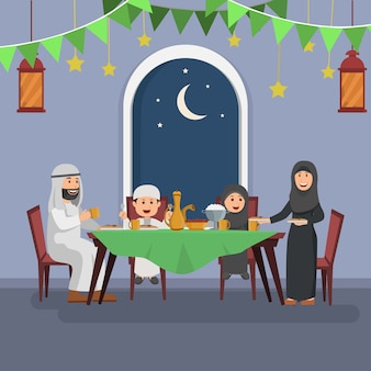 Famiglia araba felice che gode di iftar