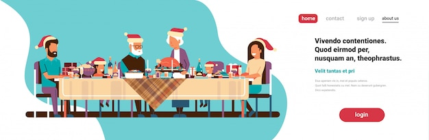 Famiglia di diverse generazioni che celebra la gente di festa di buon natale del nuovo anno che si siede alla tavola tradizionale concetto di cena orizzontale