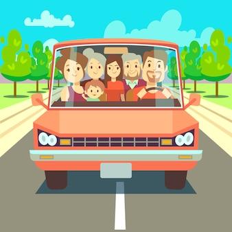 Famiglia felice che viaggia in auto percorrendo la strada. grande famiglia che va alle vacanze estive