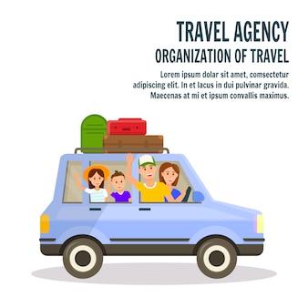 Famiglia felice con bambini che viaggiano in auto