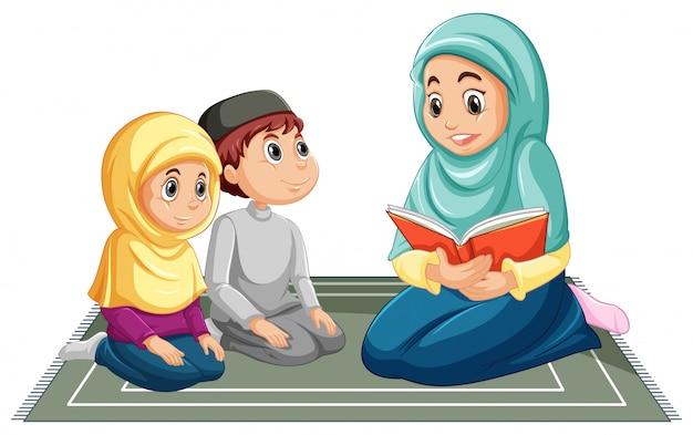 Famiglia musulmana araba in abbigliamento tradizionale nella posizione di preghiera isolata su fondo bianco