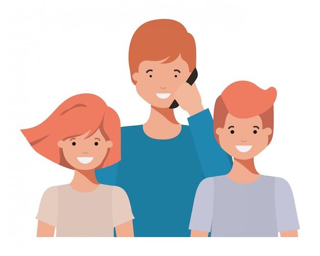 Famiglia sorridente e agitando il personaggio avatar