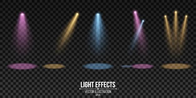 Faretti multicolori isolati su uno sfondo scuro trasparente. una serie di effetti di luce. elementi per spettacolo e palcoscenico. .