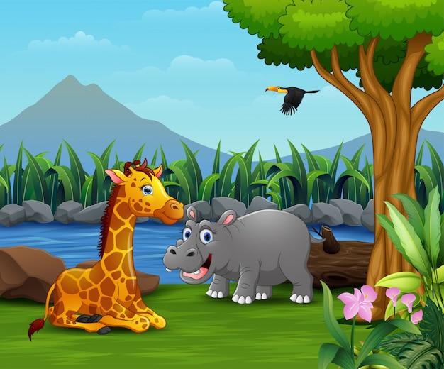Felice animale selvatico che gioca sulla natura