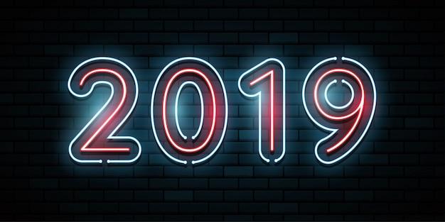 Felice anno nuovo 2019. cartolina d'auguri. bagliore al neon colorato al buio.