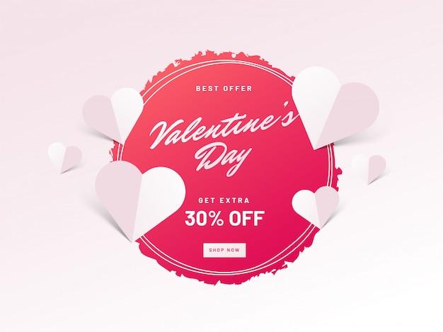 Felice banner di vendita di san valentino con cuori di carta bianca.