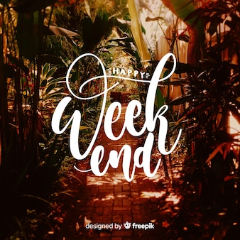 Felice fine settimana lettering con sfondo di fotografia