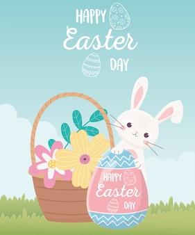 Felice giorno di pasqua, coniglio con scritte dipinte a uovo fiori nel cestino decorazione