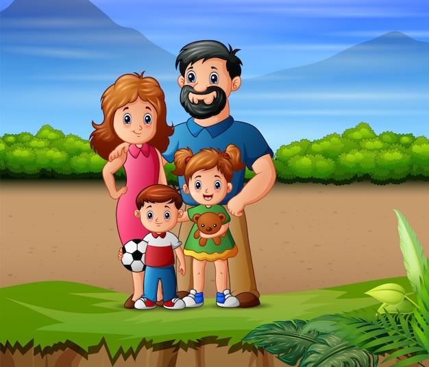 Felice una famiglia che gioca fuori