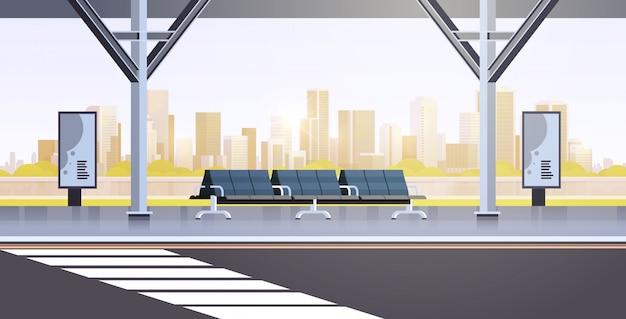 Fermata dell'autobus moderna vuota nessun paesaggio urbano della stazione di trasporto pubblico dell'aeroporto della gente