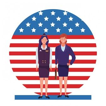 Festa del lavoro occupazione occupazione celebrazione nazionale, hostess con donne lavoratrici nella parte anteriore bandiera degli stati uniti d'america illustrazione