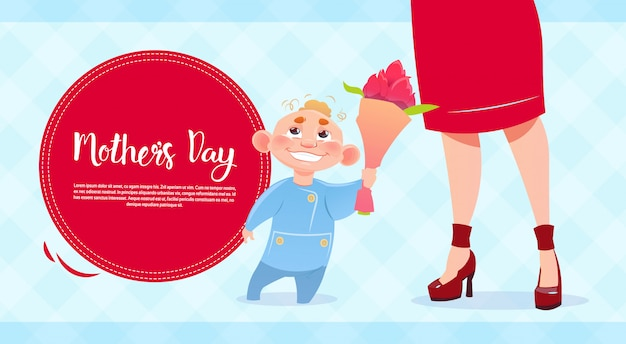 Festa della mamma felice, figlio che dà i fiori della mamma, bandiera della cartolina d'auguri di festa della primavera
