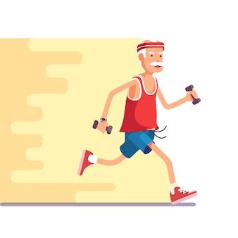 Fit anziano uomo che fa jogging con manubri in mano