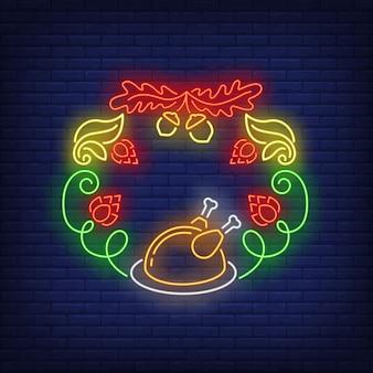 Foglie, ghiande, coni di luppolo e insegna al neon di corona di tacchino arrosto