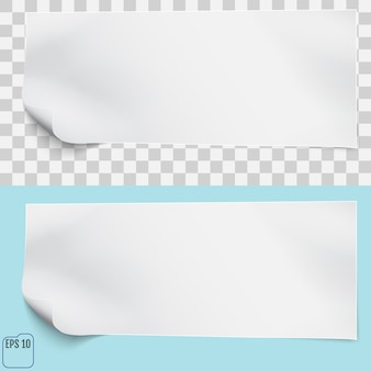 Foglio di carta bianco su sfondi trasparenti e blu