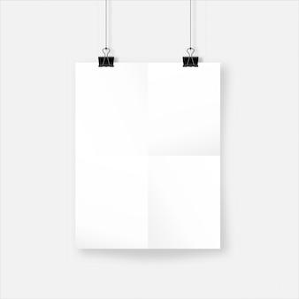 Foglio di carta sgualcito realistico bianco con ombra. poster rugoso appeso a clip bulldog. modello di mockup per il tuo design.