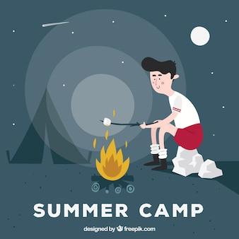 Fondo del campo estivo con ragazzo che riscalda marshmallow