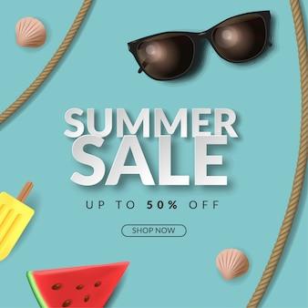 Fondo dell'insegna di vendita di estate con l'illustrazione 3d occhiali da sole, corda, anguria, gelato su fondo blu