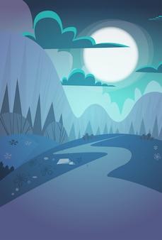 Fondo della natura della strada campestre del paesaggio di notte della primavera della catena montuosa