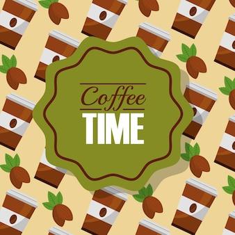 Fondo della tazza e dei grani di carta del tempo del caffè