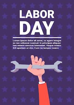 Fondo di festa di festa del lavoro della chiave della tenuta della mano