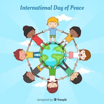 Fondo di giorno di pace con i bambini che si tengono per mano intorno al mondo