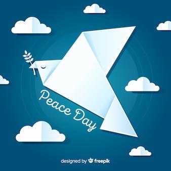 Fondo di giorno di pace con la colomba sveglia