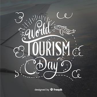 Fondo di giorno di turismo del mondo con typograhy